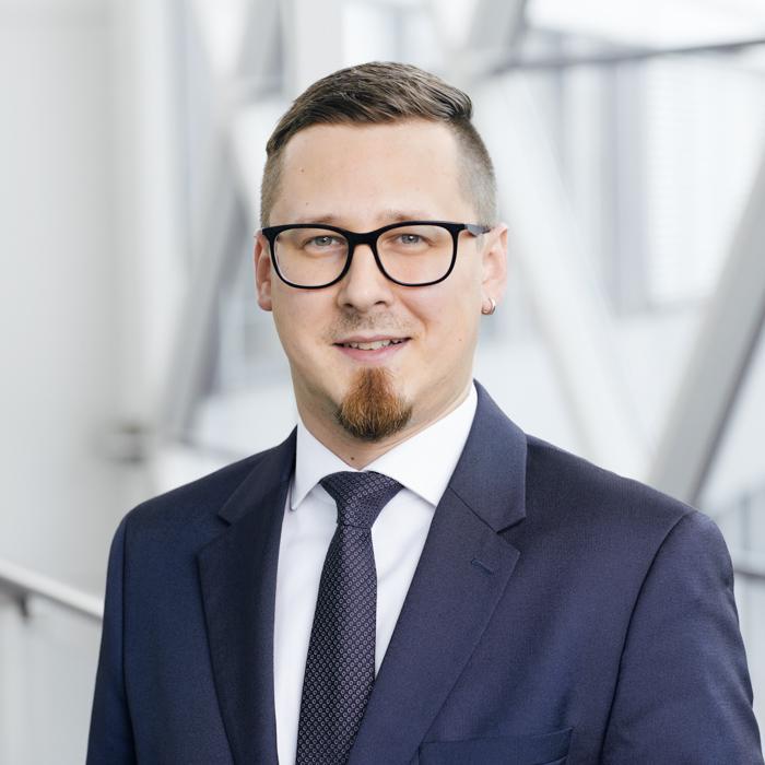 Portrait von Julian Kosel, Leiter Forderungsmanagement Versicherungskunden der LEGIAL