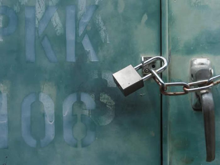 Mit Kette und Vorhängeschloss gesicherte Tür, Insolvenzrecht