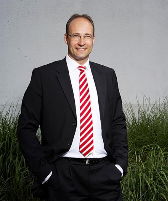Portrait von Dr. Bastian Völker, Rechtsanwalt für Insolvenzrecht, LEGAL IMAGE